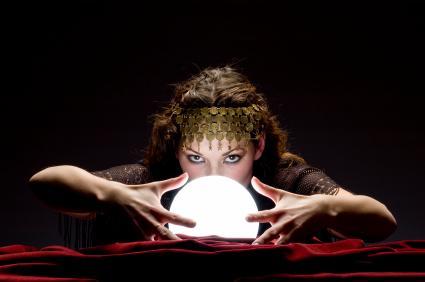 http://www.divinatix.com/wp-content/uploads/2014/06/Voyante-marginal-magnifique-boule-de-cristal3.jpg