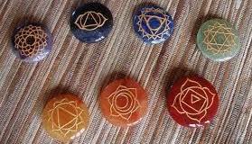 Ouvrir ses chakras à l'aide des pierres.