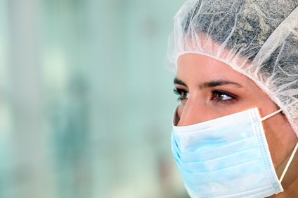 Infirmière avec masque médical