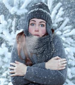 femme-froid-neige