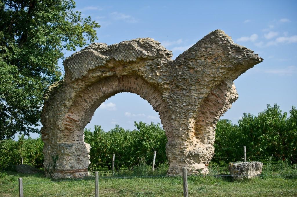 Soucieu-en-Jarrest,_aqueduc_romain_du_Gier_(arche_dite_-Le_Chameau-)
