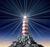 11359732-rayonnant-de-lumi-re-d-un-phare-sur-une-montagne-de-roche-et-de-l-orientation-strat-gique-comme-un-s